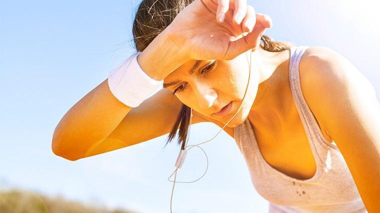 sudar ayuda a perder peso