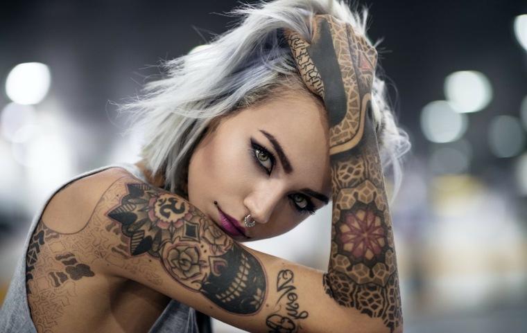 tattoo-brazo-mano-diseno-negro