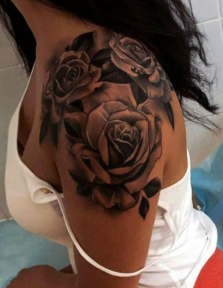 tatuaje-femenino-diseno-rosa-flores