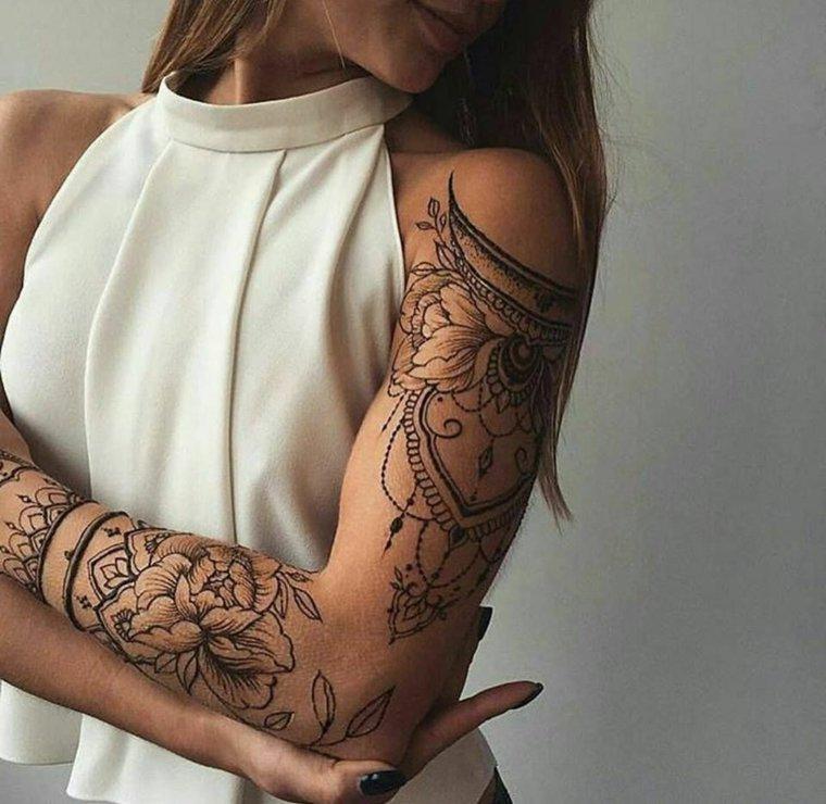 tatuajes-elegantes-flores-mujer-brazo