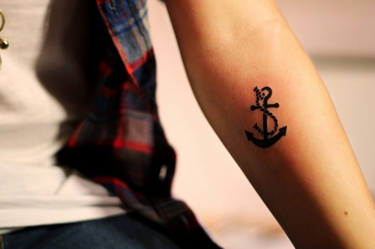 tatuajes-elegantes-pequenos-ancla
