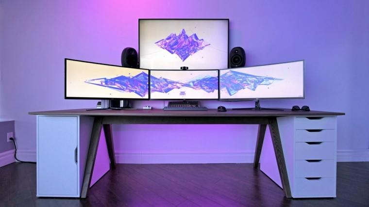 mesa con ordenador