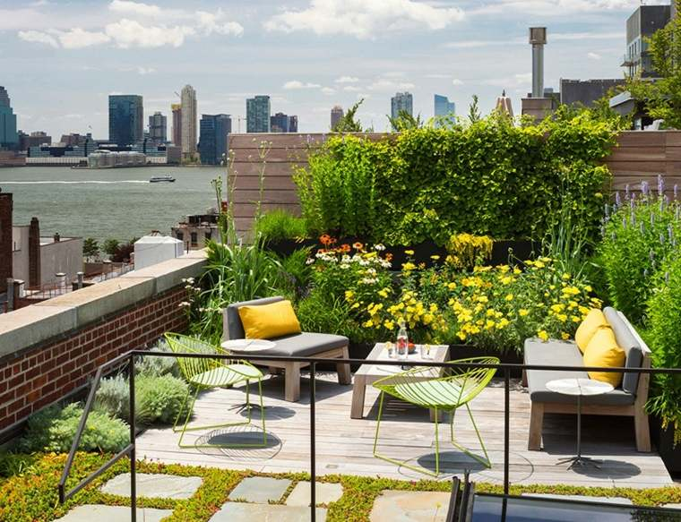 Terraza lujosa con bonitas vistas