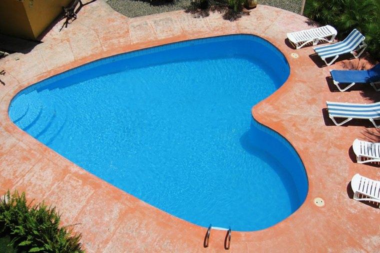 piscina corazón