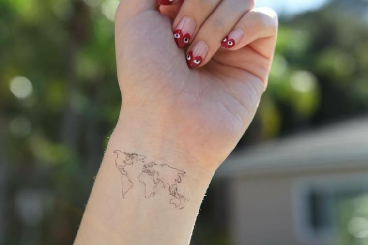 tipos-tatuajes-mano-continente-mapa-mondo-corazon