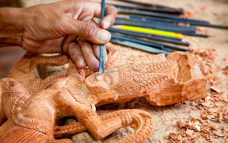 trabajar desde casa haciendo manualidades de carpinteria