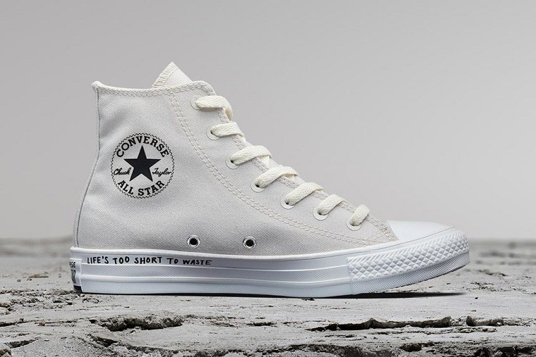 zapatillas de Converse-hechas-materiales-reciclados-denim-blanco