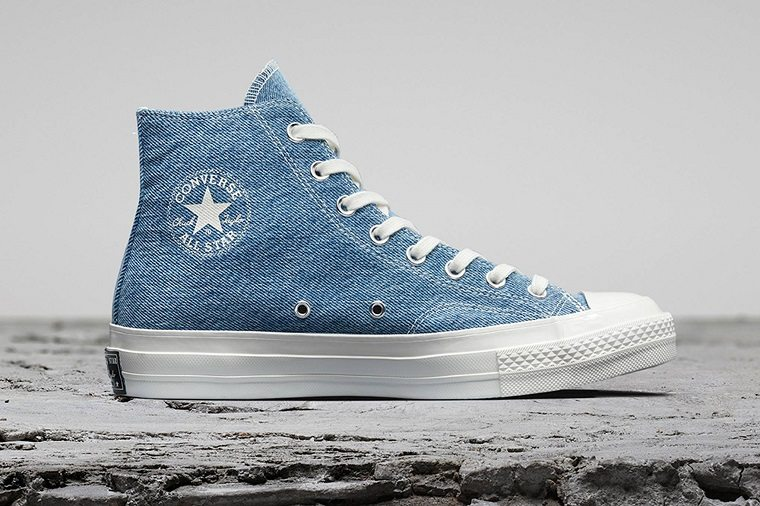 zapatillas de Converse-hechas-materiales-reciclados-denim