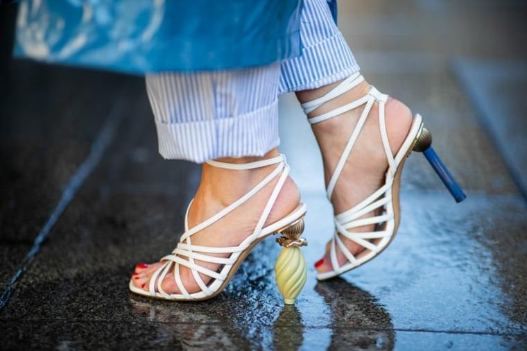 zapatos y ropa de verano