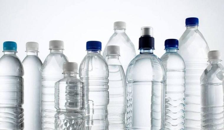 agua-botellas-plastico-utilizar