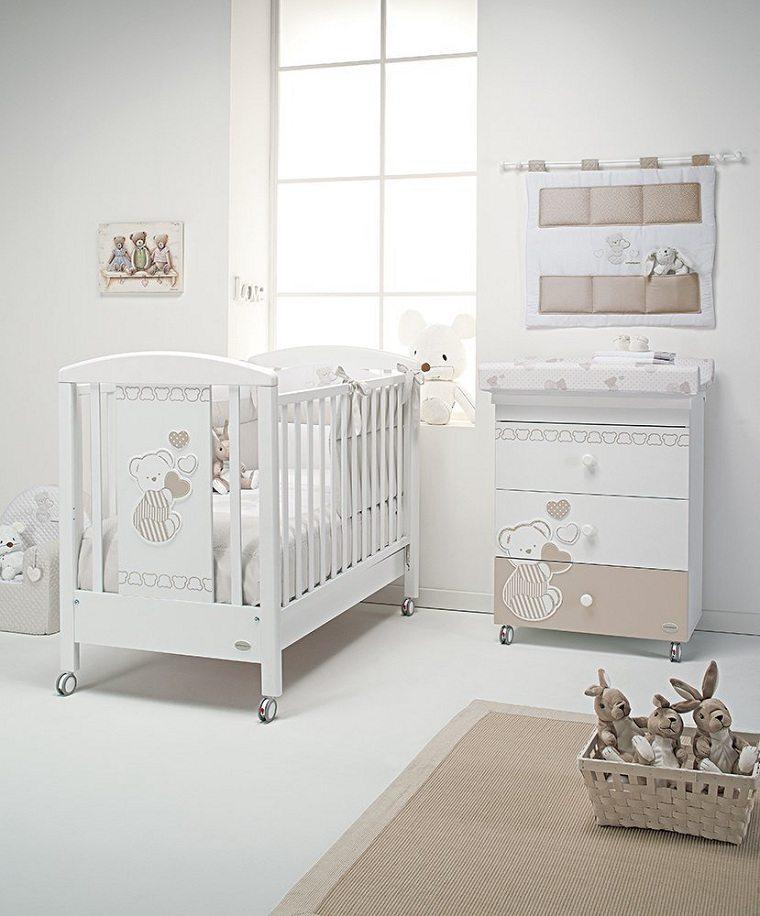 bebe-recien-nacido-cama