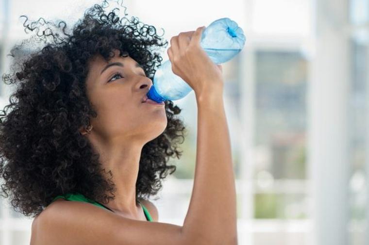 Consume bajas cantidades de refrescos y asegúrate de involucrar actividad física en tu rutina diaria