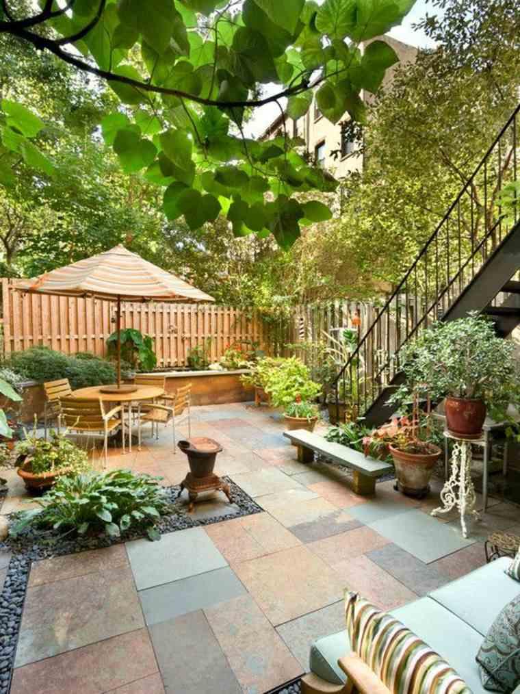 decorar patios con Plantas en macetas