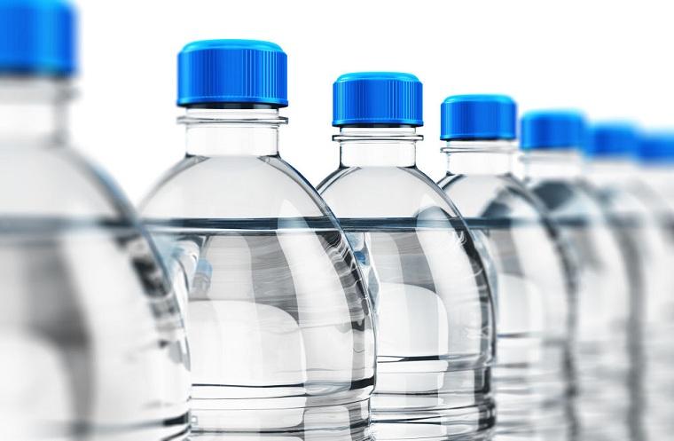 botellas-de-plastico-utilizar-beber-agua