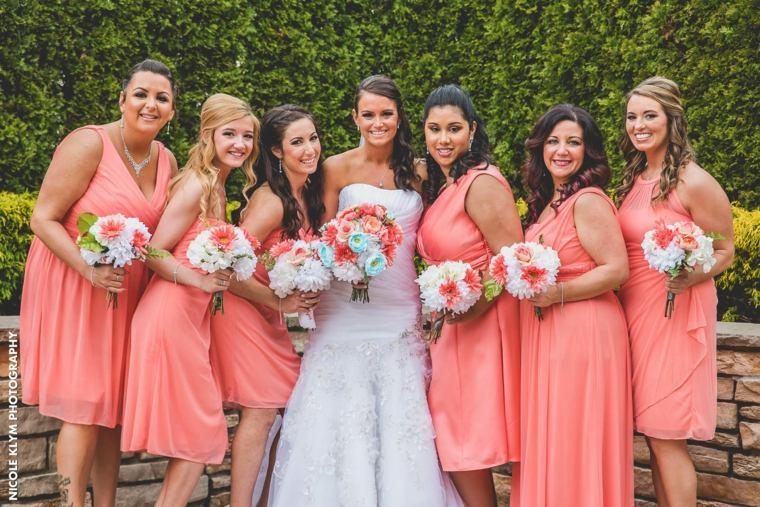 Vestidos para damas de honor de color salmón o coral