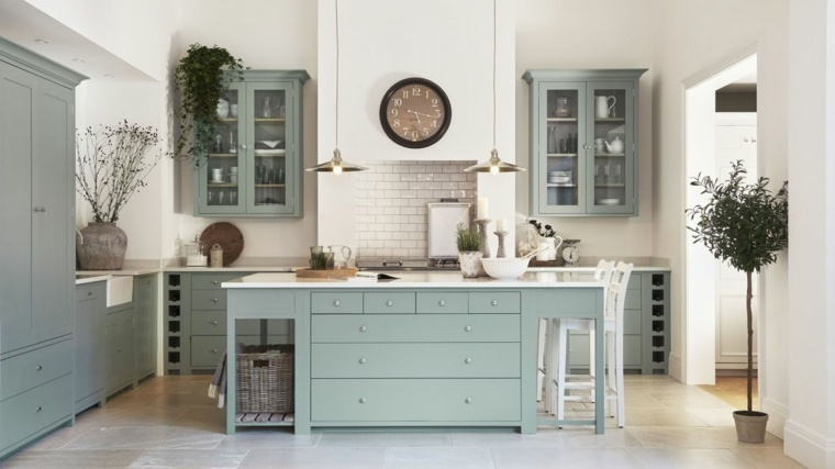 gabinetes grisáceos