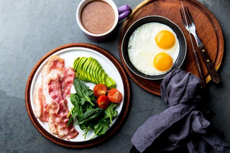 bacon huevos