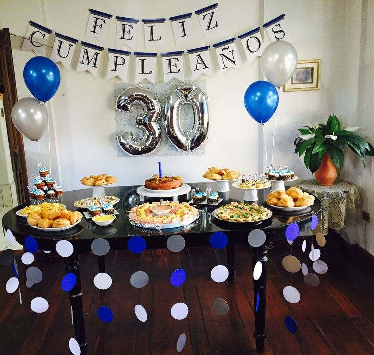 Decoraci n de cumplea os ideas sencillas para celebrar - Mesa cumpleanos adulto ...