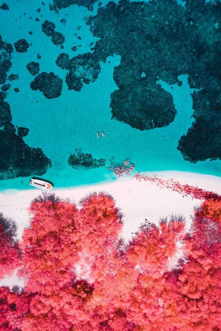 El artista crea interpretaciones infrarrojas de algunos de los lugares más famosos del mundo