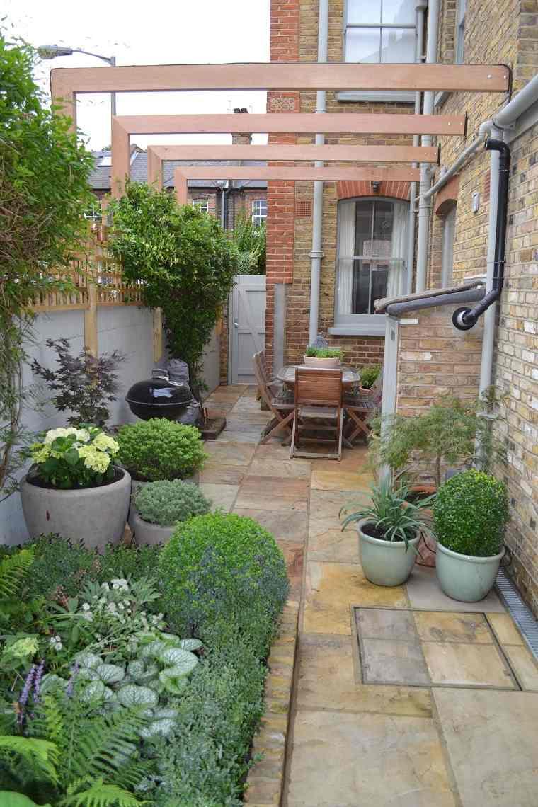 jardines-pequenos-con-piedras-pergola-barbacoa