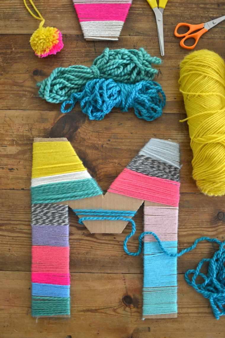 Letras envueltas con hilos de colores