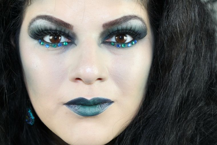 maquillaje de bruja azul