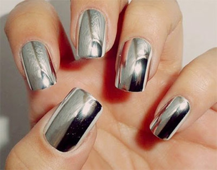 ¿Cómo hacer que tus uñas de cromo espejo duren mucho?