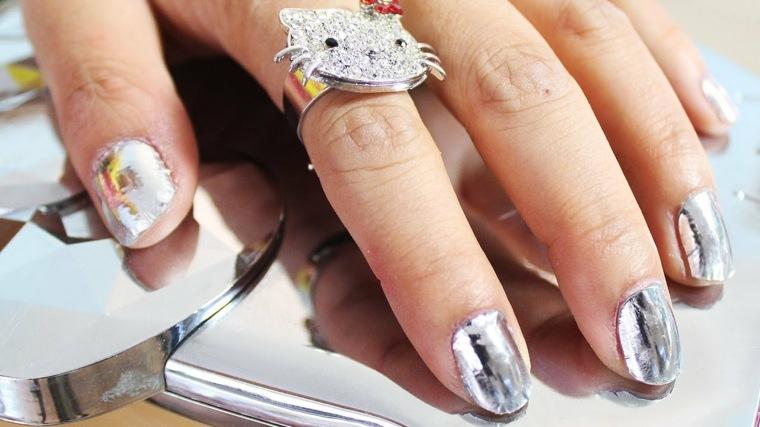 ¿Cómo preparar tus uñas efecto espejo?