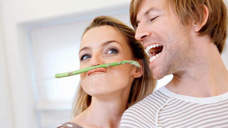beneficios de los espárragos feliz