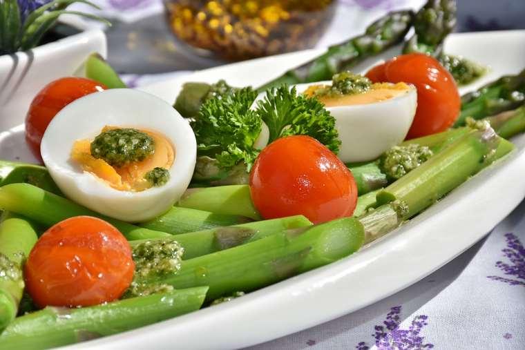 beneficios de los espárragos huevo