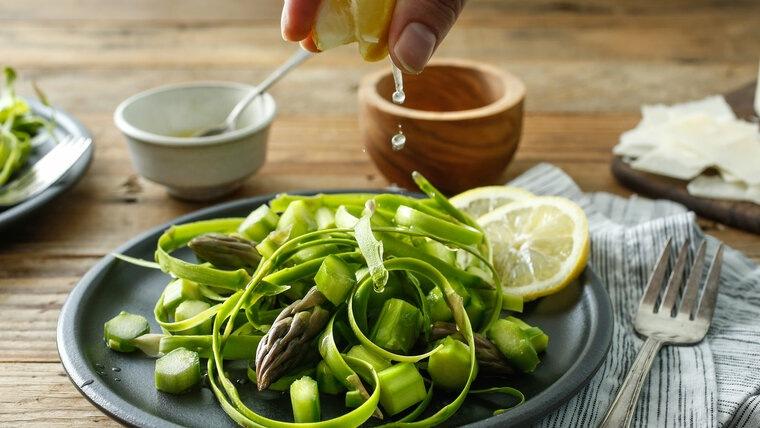 beneficios de los espárragos limon