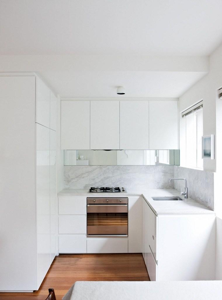 Cocinas Pequenas Con Muebles Blancos.Colores Ideales Para Cocinas Pequenas Fotos Y Consejos
