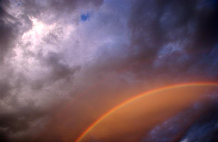 colores del arcoíris rojizos