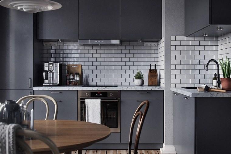 colores-ideales-para-cocinas-pequenas-gris-oscuro