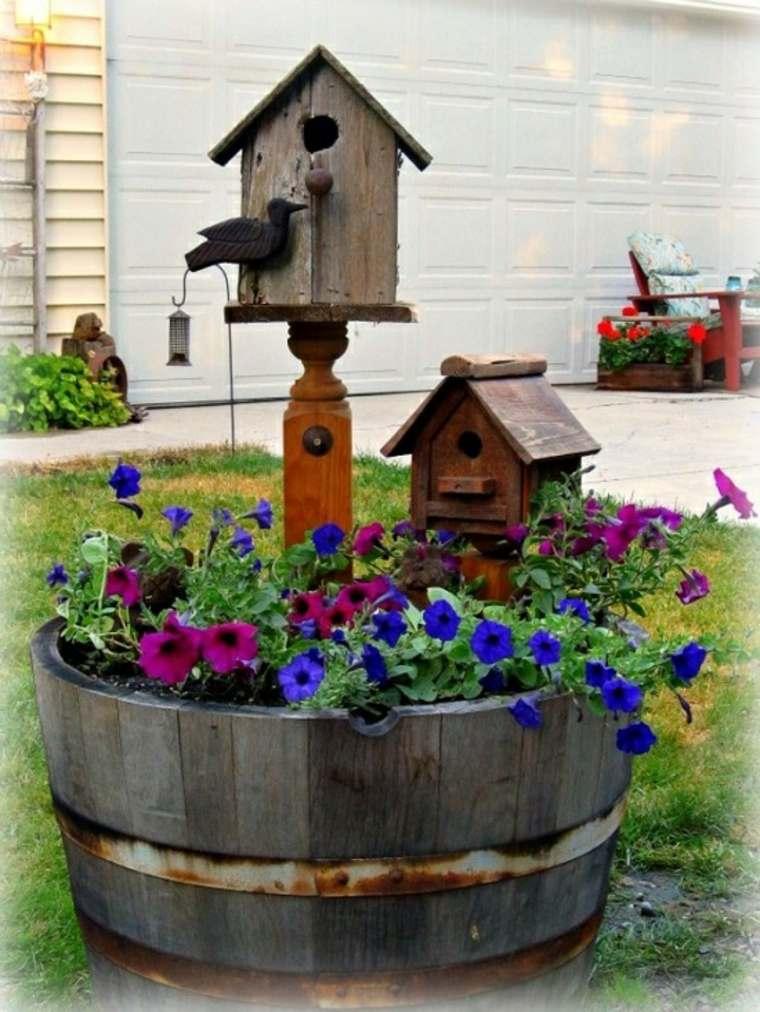Plantador con casa para pájaros