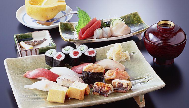 comida tipica japonesa elegante