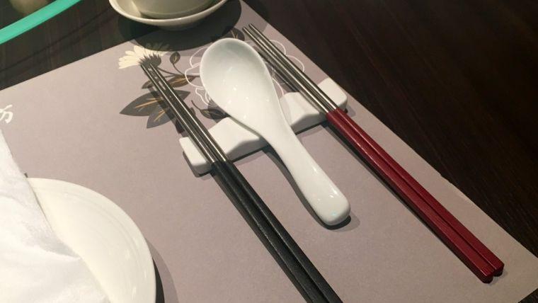 comida tipica japonesa palillos