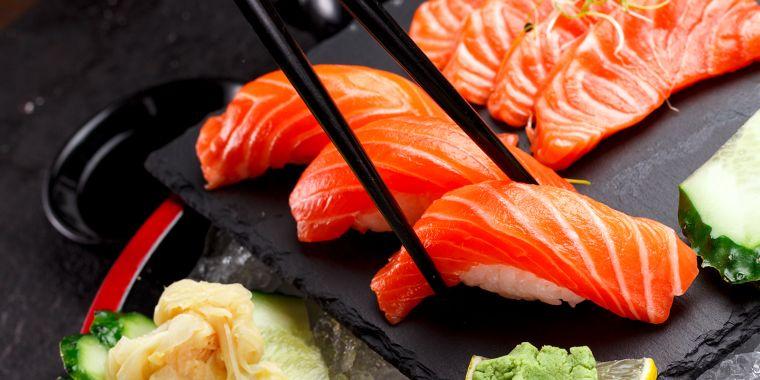 comida tipica japonesa pescado