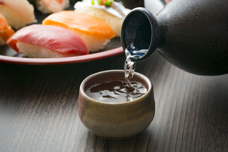 comida tipica japonesa sake
