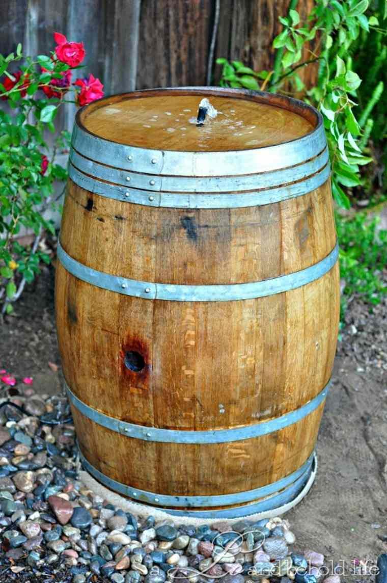 Fuente de agua de barriles de vino