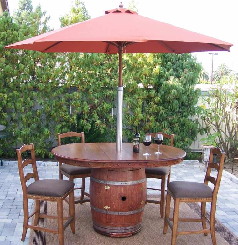 mesa con sombrilla