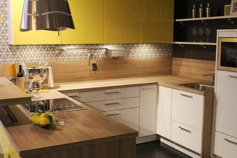 muebles-color-amarillo-diseno-cocina-pequena