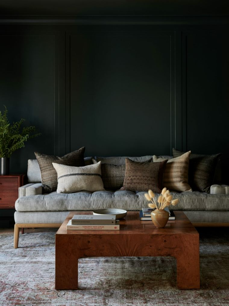 pared-color-negro-sofa-estilo