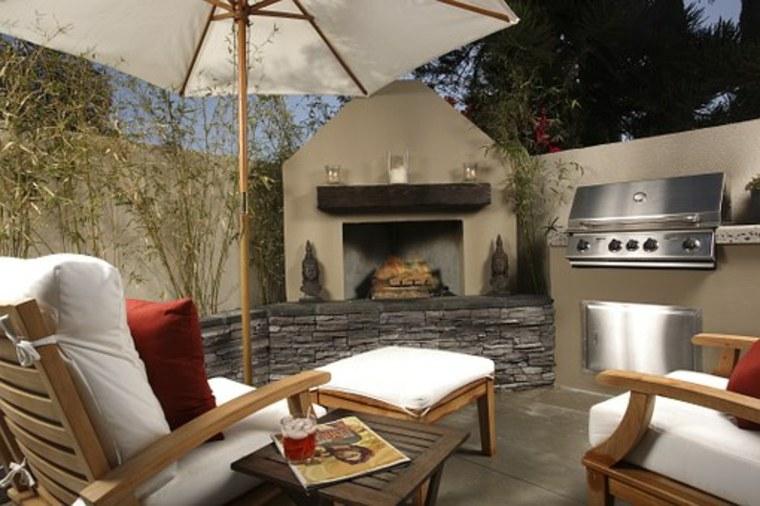 terraza con chimenea y cocina