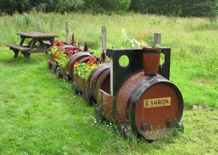 Plantador con forma de tren