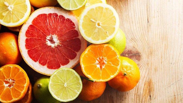 vitamina-c-frutas-estomago-plano