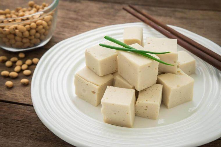 alimentos vegetales ricos en proteinas tofu