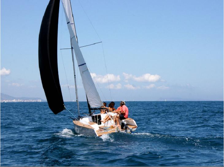 atractivo bote moderno especial