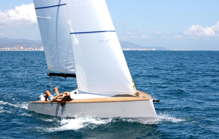 bote moderno acabado madera teca