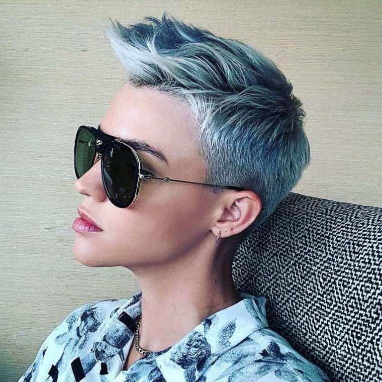 cabello-corte-pixie-azul